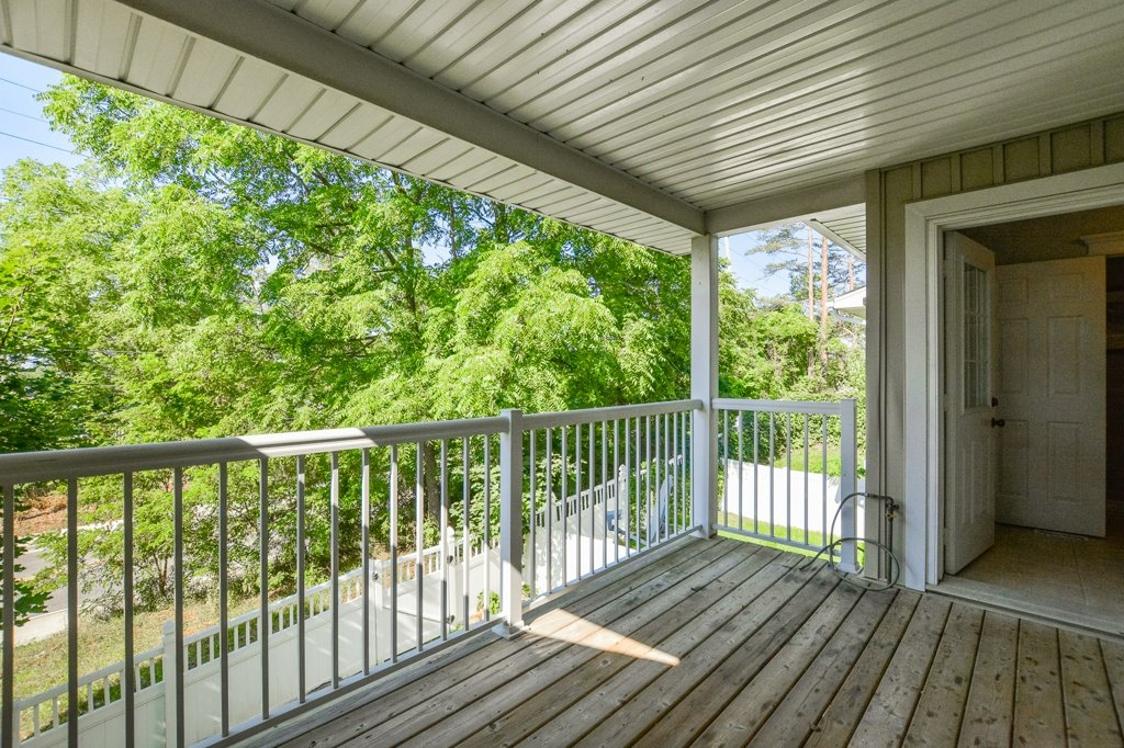 freehold townhouse in rockwood covered porch