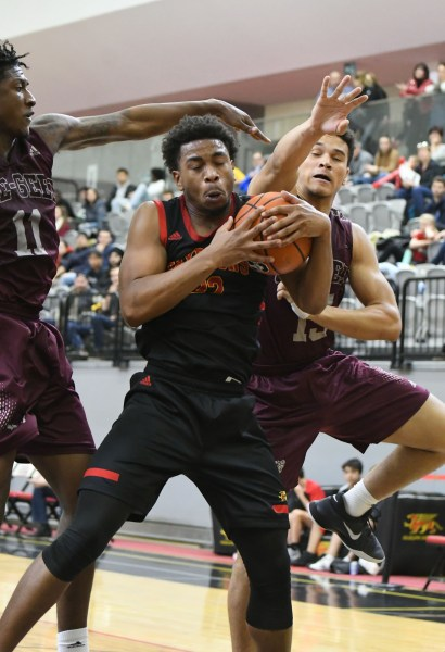 Photos: Guelph Gryphons-Ottawa men's basketball