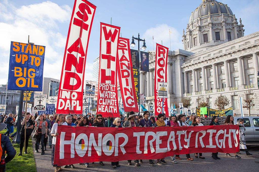 Des personnes protestant contre le Dakota