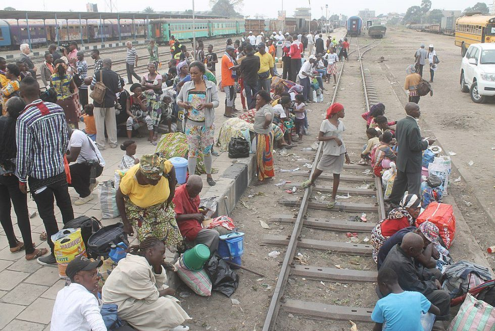 In Kinshasa, UNHCR facilitated the voluntary repatriation of some 500 Angolan refugees who had been for many years living in the DR Congo due to the long civil war that ravaged their country of origin until 2002. They traveled to Angola by train .