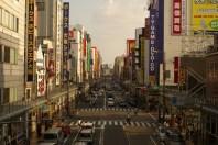 10分歩けば日本橋のでんでんタウンに行けます。 10분만 걸으면 니혼바시의 덴덴타운까지도 갈 수 있습니다. 只要10分鐘步行就到日本橋(den den town)。 Only 10 minutes walk to the Denden Town in Nipponbashi.