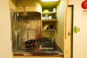 食器は自由に使用してください。 식기는 자유롭게 사용해주세요. 房間裡有餐具,欢迎使用。 You are free to use all the tablewares.
