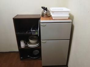 2ドア式冷蔵庫。冷蔵庫と冷凍庫が分かれているので便利です 兩門冰箱。冰箱和冷藏库是分開的,所以很方便。 Refriderator with two cabinets. Because refrigerator and freezer are separated, it's very convenient Réfrigérateur avec deux compartiments, le réfrigérateur et le congélateur sont séparés c'est très pratique ! 雙層式冰箱,冷藏和冷凍式分離