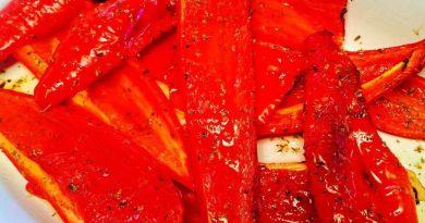 Lækre røde og bagte peberfrugter, bagt i ovnen med lidt olivenolie og oregano. Foto: Guffeliguf.dk.