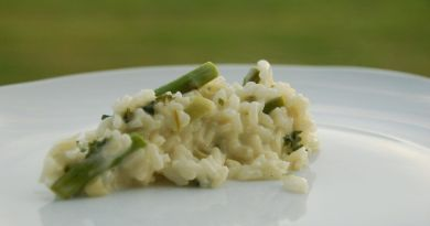 Klassisk italiensk risotto med asparges og porre. Lækkert tilbehør til en god bøf. Foto: Guffeliguf.dk.