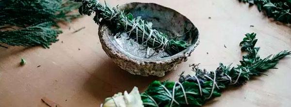 incenso natural de ervas com barbante