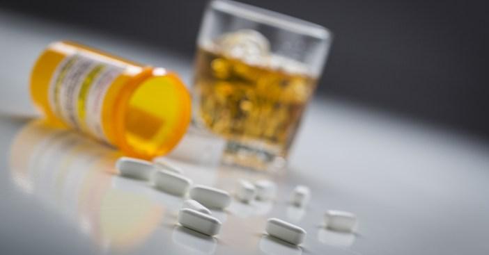 álcool e remédio faz mal?