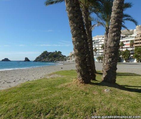 Playa Puerta del Mar, Arena Palmeras Paseo y Peñones.