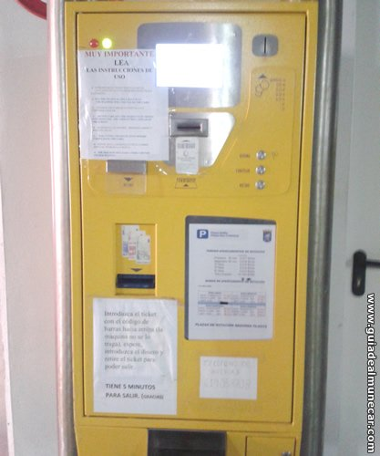 Máquina de Pago en Aparcamiento Público de Almuñécar.