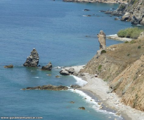 Acantilados, Playa, Torre Vigia, Formaciones rocosas en Maro-Cerro Gordo.