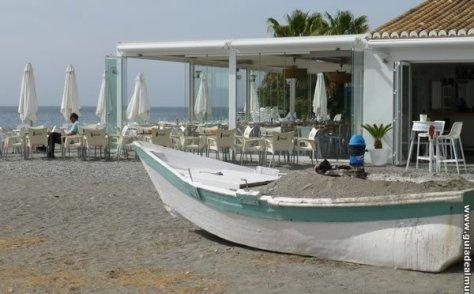 Chiringuito Playamar en Playa Velilla.