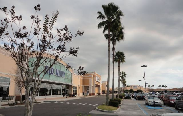WATERFORD LAKES TOWN CENTEr1.JPG