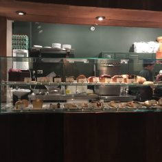 Várias opções de pães artesanais