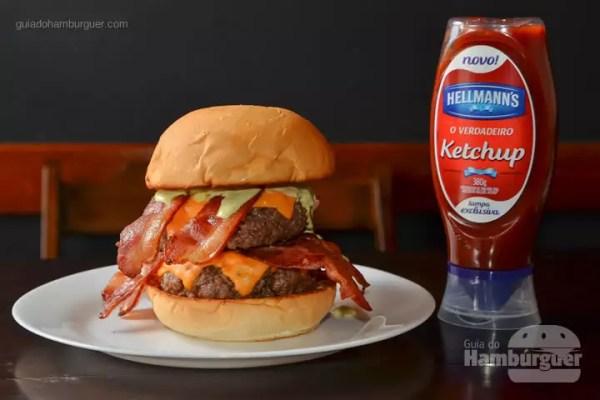 Winchester: Dois hambúrgueres de 200g de blend bovino, com cheddar, bacon e molho especial, no pão de hambúrguer tradicional. - R$ 31,90 - SP Burger Fest