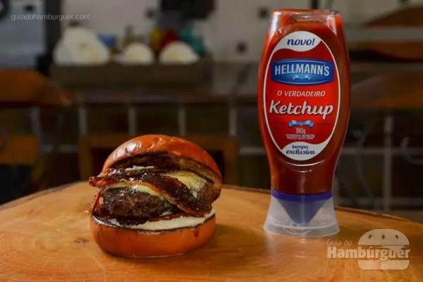 BBB (burguer, bourbon e bacon): Hambúrguer de 150g, no pão de brioche, maionese de Wild Turkey Bourbon, tomate assado, queijo azul e tiras de bacon com caramelo de goiaba. - R$ 25 - SP Burger Fest