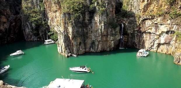 Canyon de Furnas: o impressionante lago de Minas Gerais!