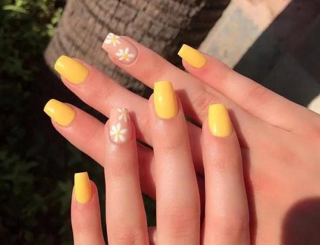 Esmalte de uñas amarillo