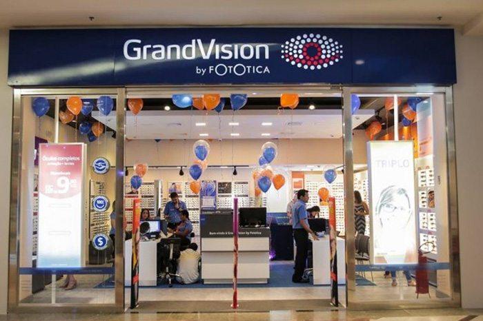 ba6217780 A GrandVision by Fotótica trabalha com óculos de grau, óculos escuros e  lentes de contato das principais marcas do mercado, além de contar com  itens de ...