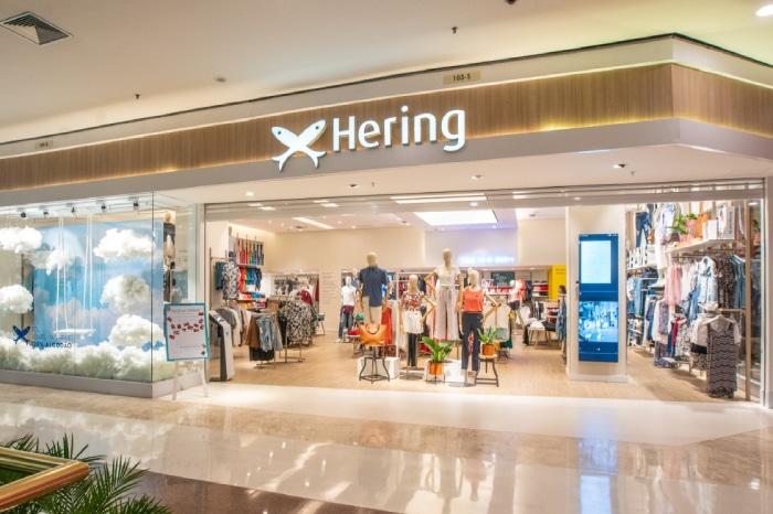 54c68c7946 A Hering Store é a maior franquias de roupas do Brasil. Com produtos para o