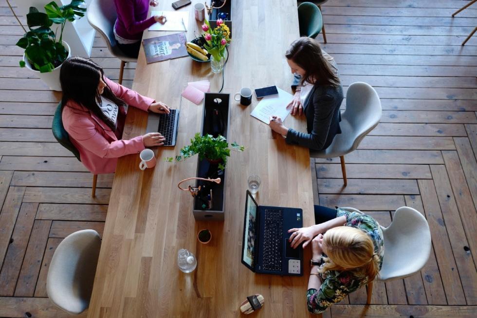 equipe de customer success trabalhando