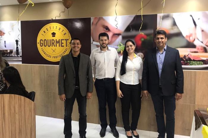 Fabiula Adriano Robson e Glaucio Franqueados e diretores Instituto Gourmet