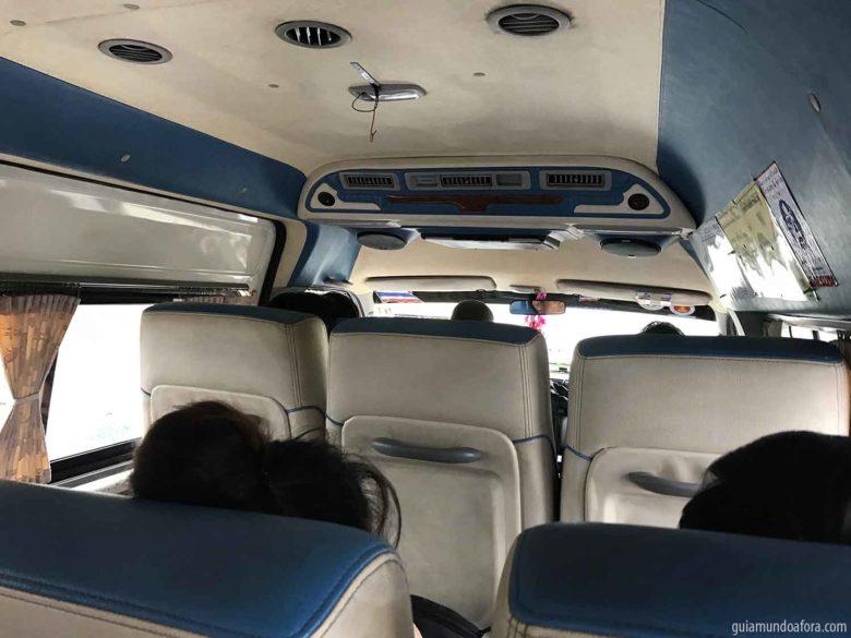 Minivan para rodar dentro da Tailândia
