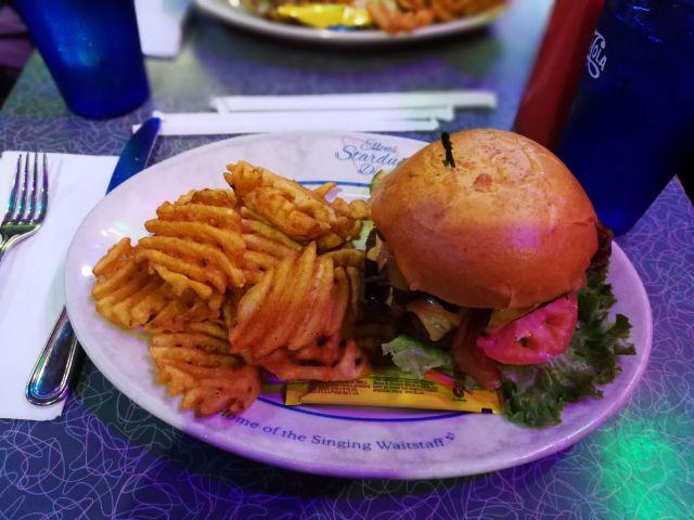 hamburguesa new york, Ellen Stardust es famosa no sólo por su comida, sinó por el espectáculo.