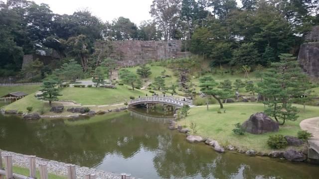 En la lista de los jardines más famosos y bonitos de Japón se encuentra Kenrokuen.