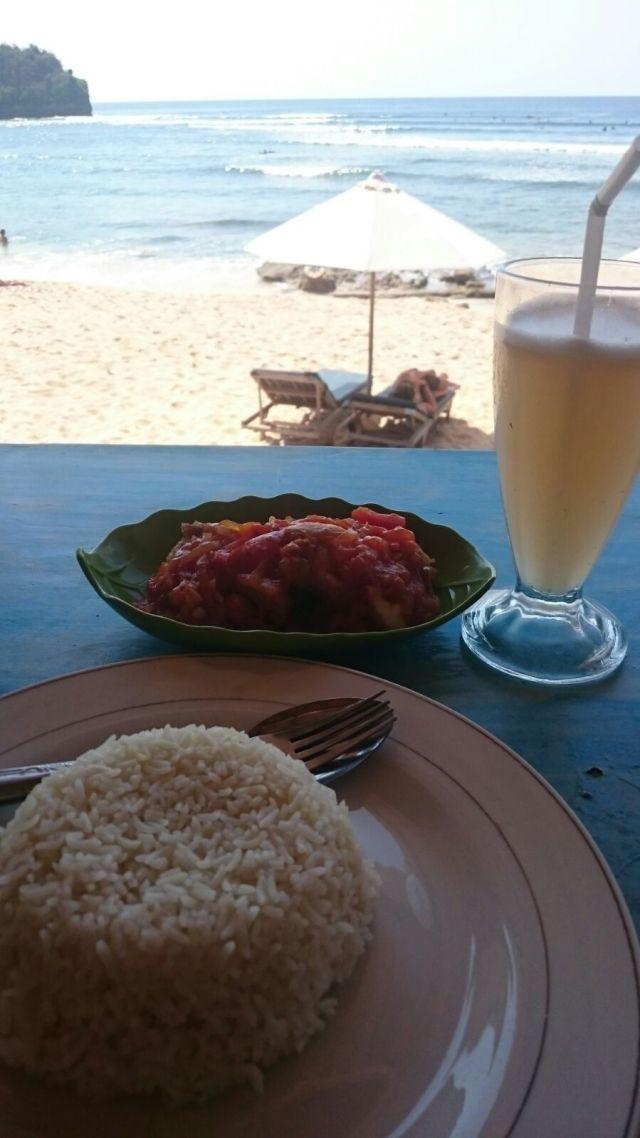 Por una comida así, junto al mar, podréis pagar alrededor de 4€.