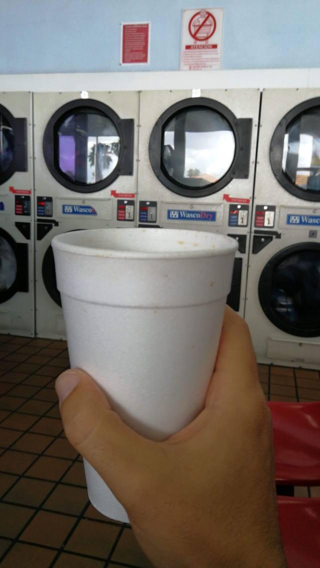 Lavar ropa en una lundry americana.
