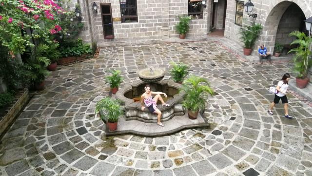 El patio de San Luis Complex. Buen lugar para visitar Intramuros.