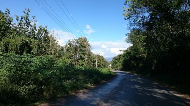 Difícil encontrar en carreteras en Laos en tan buen estado.