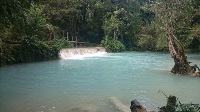 Las aguas turquesa de las cataratas de  Kuang Si es uno de los aspectos más llamativos.