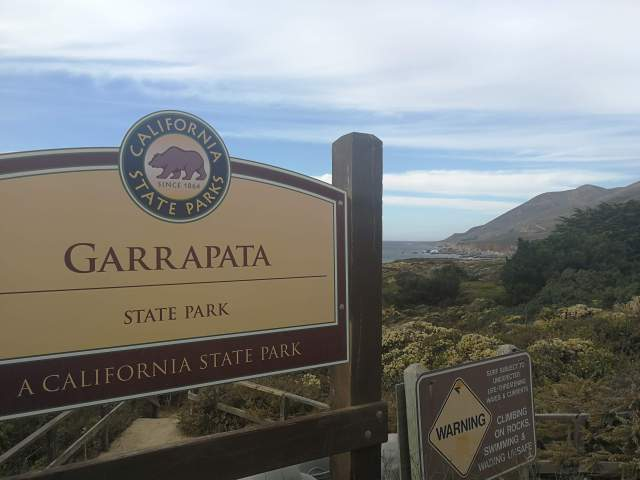 El camino de flores de Garrapata Beach merece la pena.