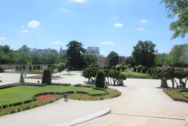 Muchos jardines dentro del parque.