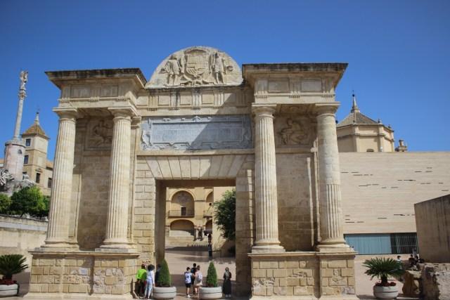 Vestigio romano de la ciudad de Córdoba, junto a la mezquita. Puerta del Puente s. I.