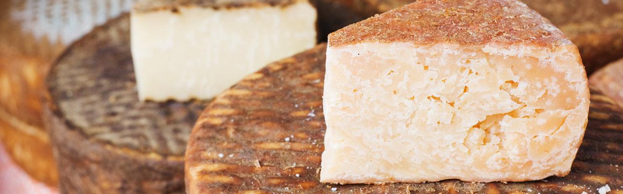 Resultat d'imatges de quesos de cabra tapa prensada