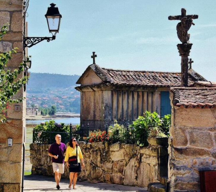 Qué ver y hacer en Combarro (Galicia): hórreos y cruceiros   Guías ...