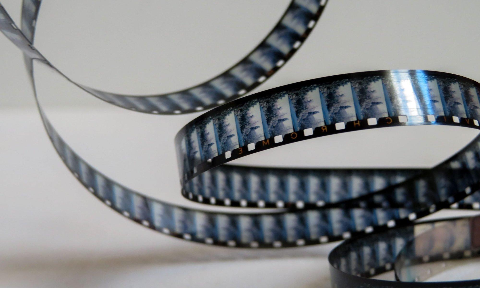 video storico bora di trieste in bianco e nero