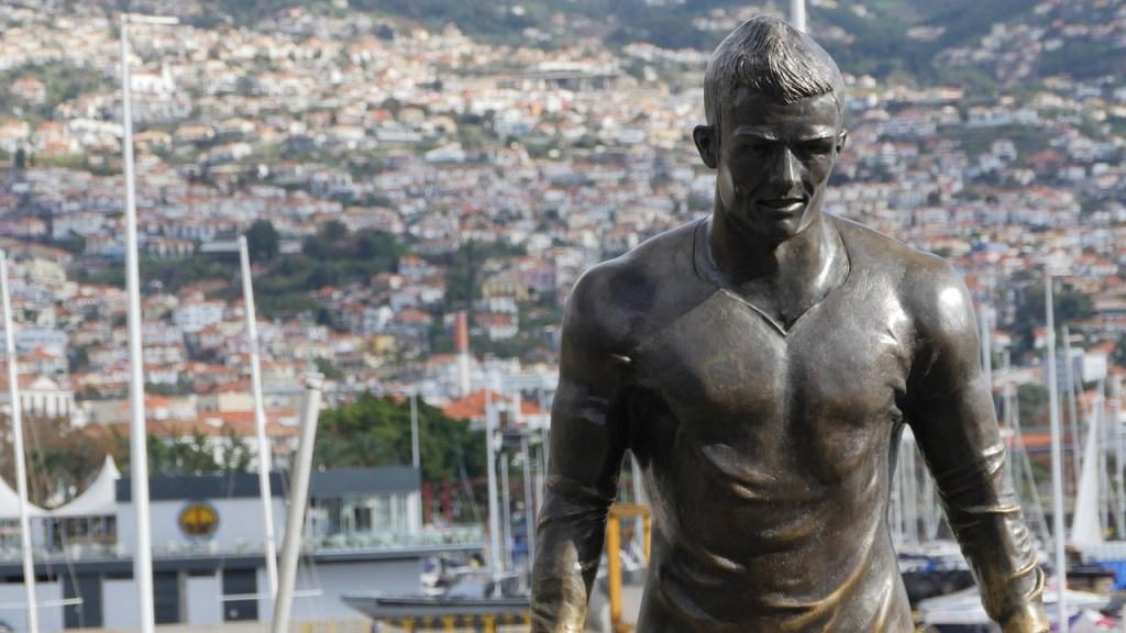 La statua di Cristiano Ronaldo a Funchal