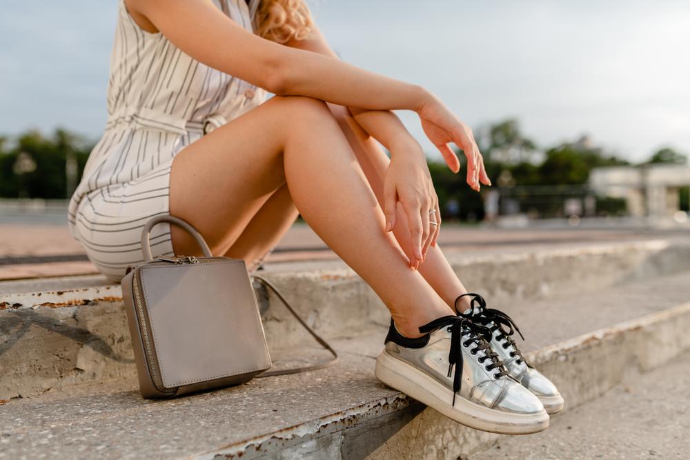 Sneakers da donna, foto libero utilizzo
