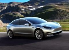 Une voiture autonome développée par Tesla sera disponible en 2021