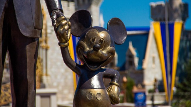 Mickey-Mouse-Disney-World-Best-Tips