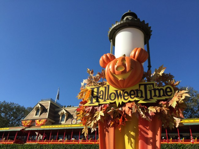 Disneyland - Halloween Time - iPhone 6 - 1/1800 sec, f 2.2, ISO 32, 4.15 mm