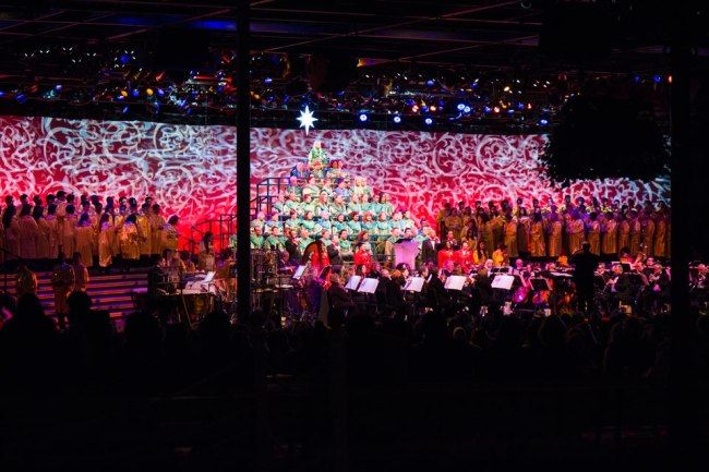 Candlelight Processional - Epcot Holidays Around the World
