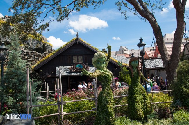 Anna and Elsa - Frozen - Topiaries at the Epcot Flower and Garden Festival
