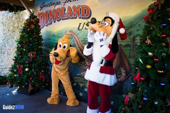 Goofy and Pluto - Holiday Photo Op - Disney World