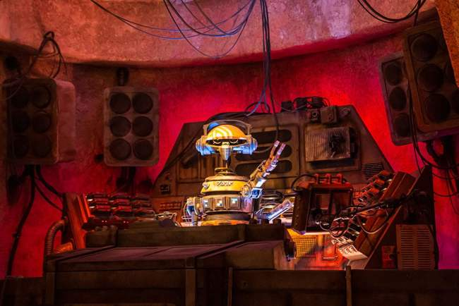DJ Rex Red- Oga's Cantina Review - Star Wars Galaxy's Edge - Guide2WDW