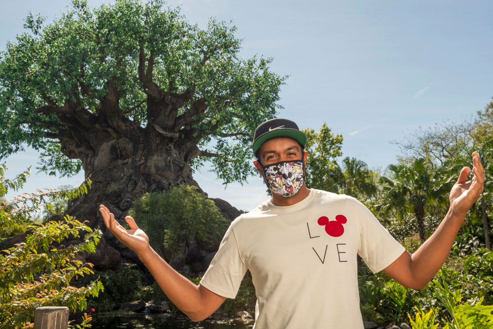 Guests are now allowed to take their masks off for pictures at Disney World