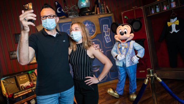 Disney World Distanced Meet and Greet